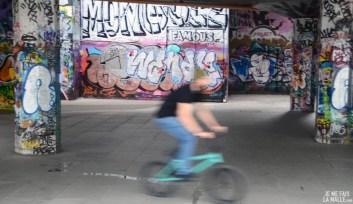 BMX sur les bords de Tamise, Londres