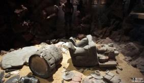 Contenu d'une tombe aztèque au musée anthropologique de Mexico