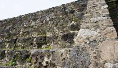 Pierres de lave montées à Teotihuacan