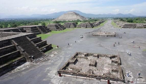 Vue depuis le temple de la Lune de Teotihuacan
