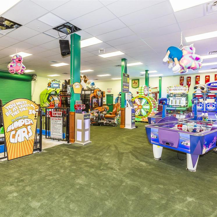 Quaker Steak and Lube arcade in Sevierville, Tennessee