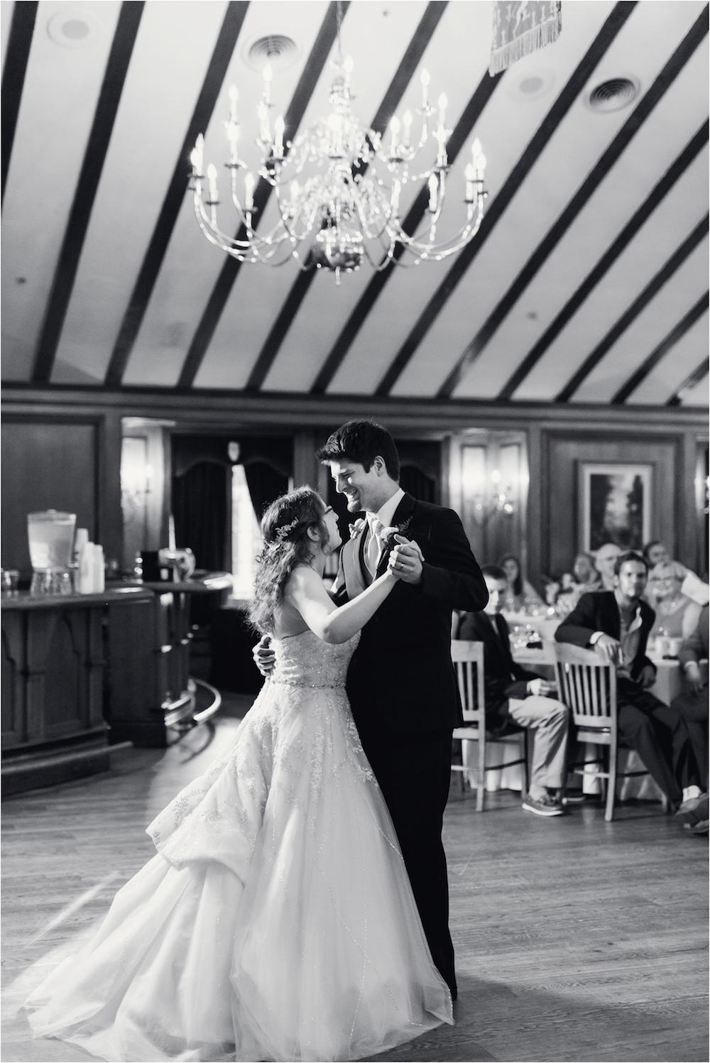 downtown-detroit-classic-elegant-wedding-photo-164.jpg