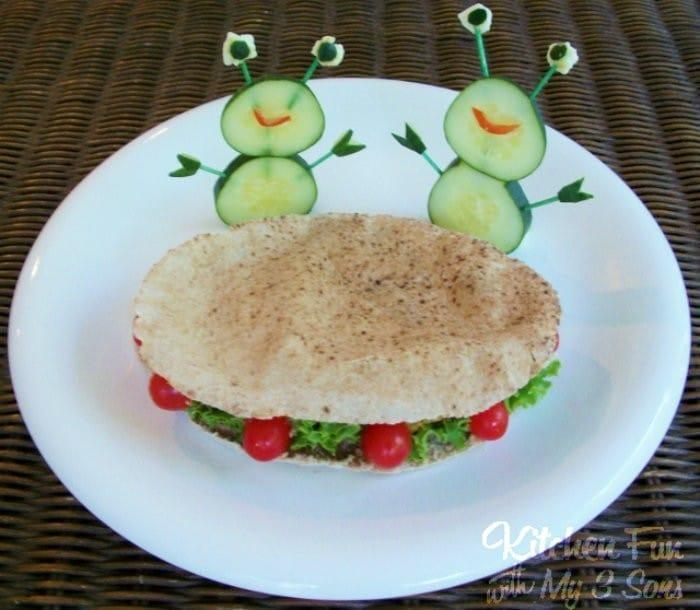 Flying Falafel Saucer Sandwich | #LunchIdeas http://jennsblahblahblog.com #jbbb