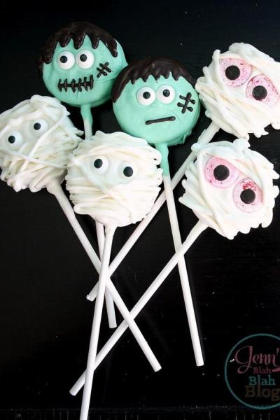Halloween oreo cookie pops!
