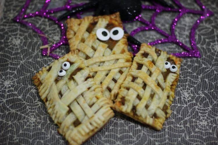 Halloween Mummy Pumpkin Pop Tarts Recipe | www.jennsblahblahblog.com | @jenblahblahblog