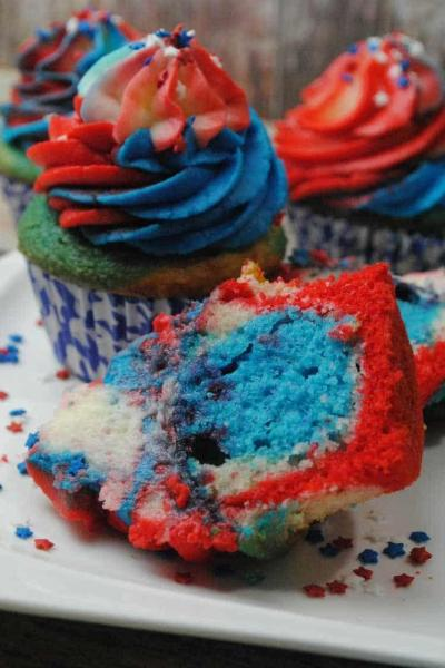 DELICIOUS RED WHITE & BLUE CUPCAKES RECIPE