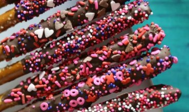 Valentine's Day Chocolate Pretzels & Lunchbox Ideas