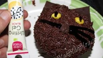 Halloween Recipes:  Make Black Cat Cupcakes for Halloween