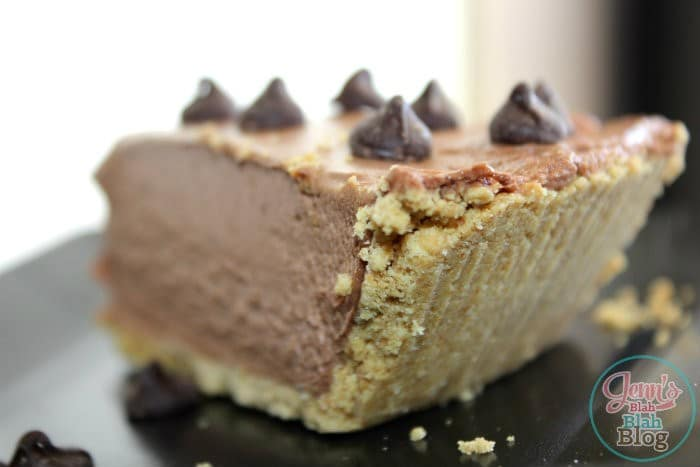 Easy, Nutella No-Bake Cheesecake with chocoalte chips