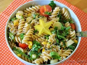 Frühlingssalat mit Spargel, Bärlauch und Reisspirelli