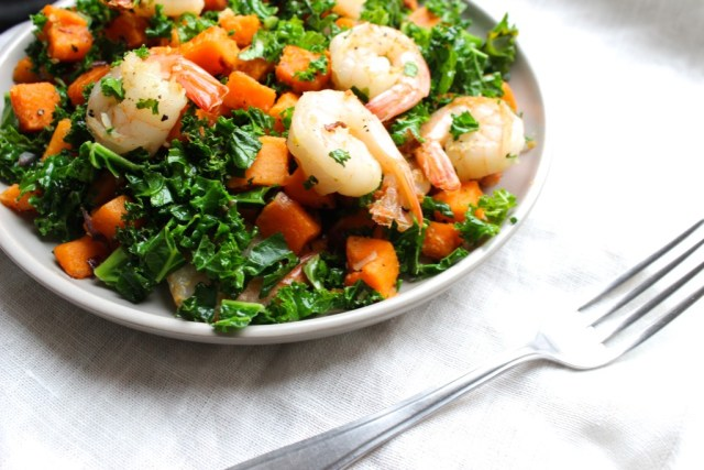 Zoete aardappel, boerenkool & garnalen pannetje
