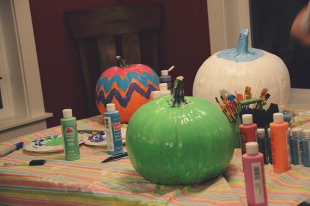Painting pumpkins via @jennyonthespot  jennyonthespot.com