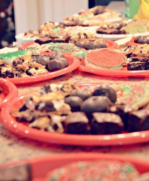 holiday treats plate via @jennyonthespot