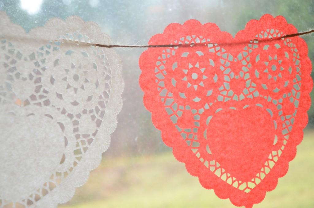 paper heart doilies via @jennyonthespot