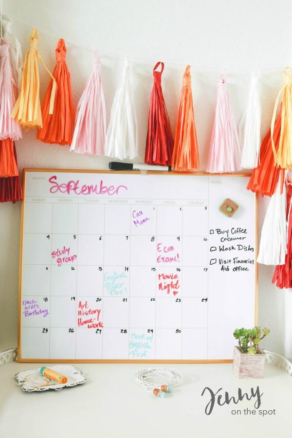 13 College Student Must-Haves - The Dorm Edition - Erasable Calendar via @jennyonthespot