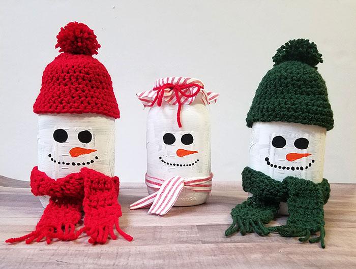 Mason jar snowman luminary.