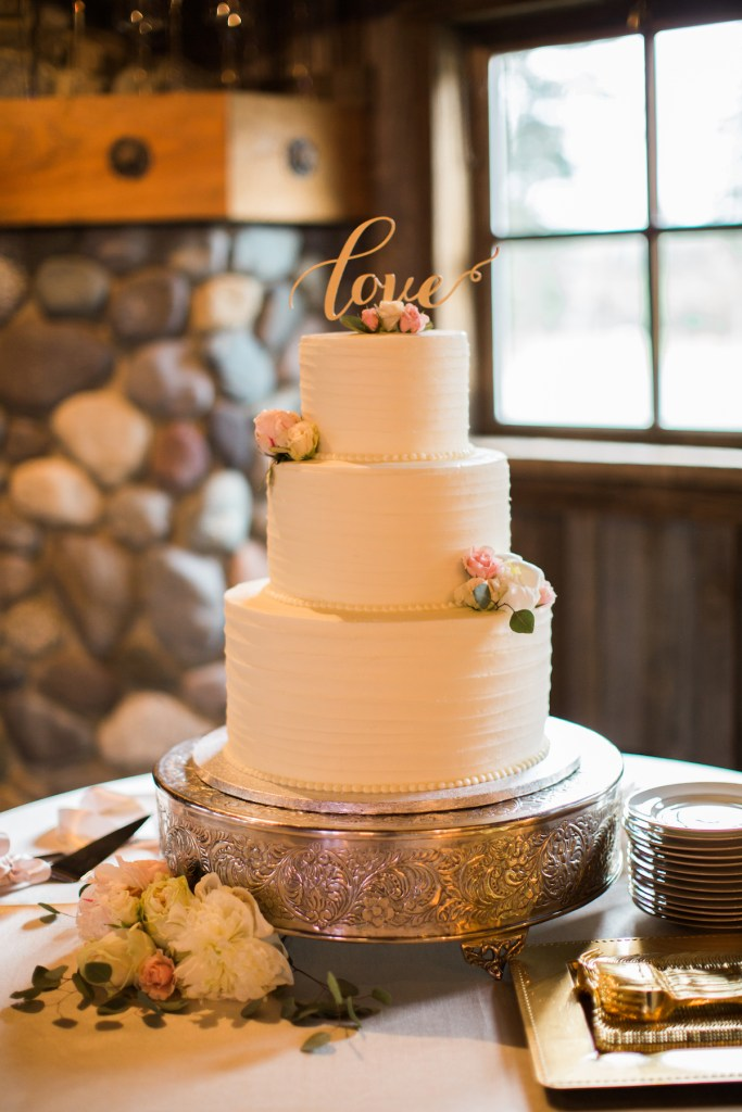 Cake by Corina Bakery. Kelley Farm. Planning & Flowers by Jen's Blossoms