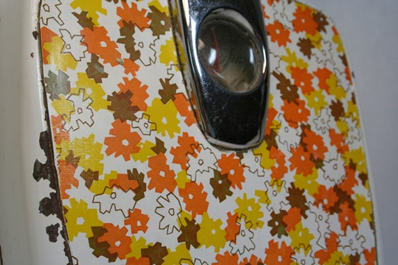 1970s mod bathroom scale in yellow, orange and brown