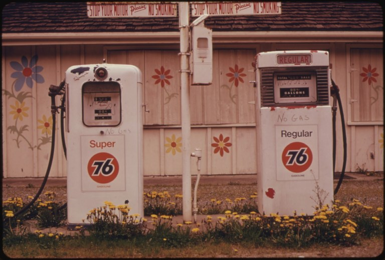 Anybody remember gas lines? I remember they had them in Dallas in the early 1980s. You got your gas according to a number on your license plate. This pictures was taken in Washington in 1974 during the U.S. Energy Crisis.