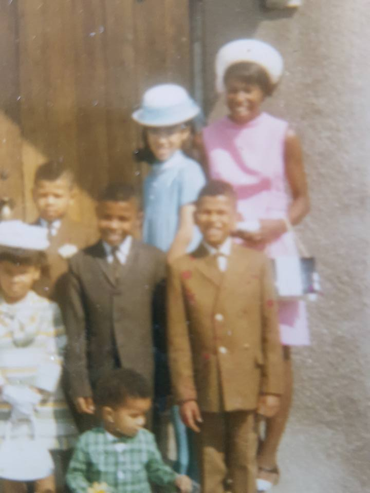 Beautiful African American Mama with her six children. Her pink dress and hat are adorable! Also, look at her daughters wearing hats just like mom. People once had style. What happened!?