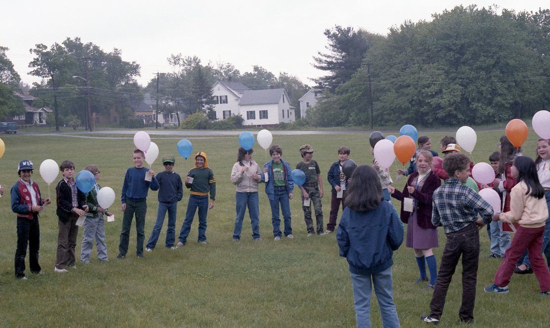 Middle Schoolers prepare to release balloons, 1986