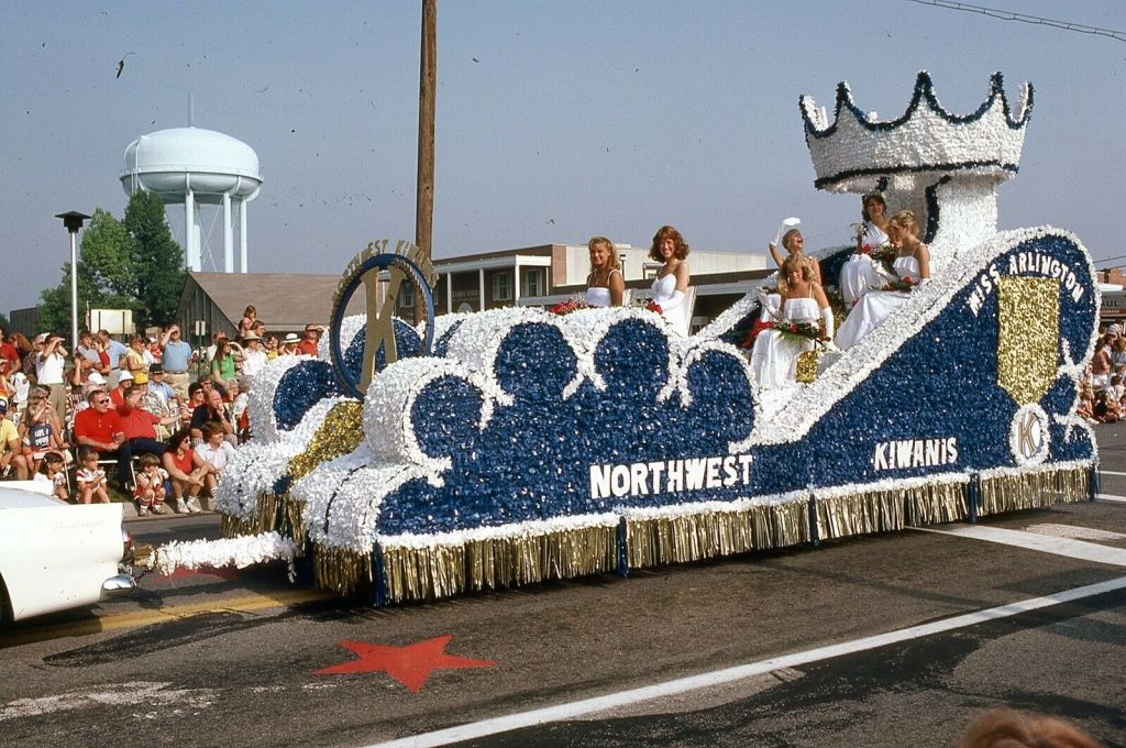 Miss Arlington and other pageant beauty queens ride a float sponsored by the Northwest Kiwanis, 1982