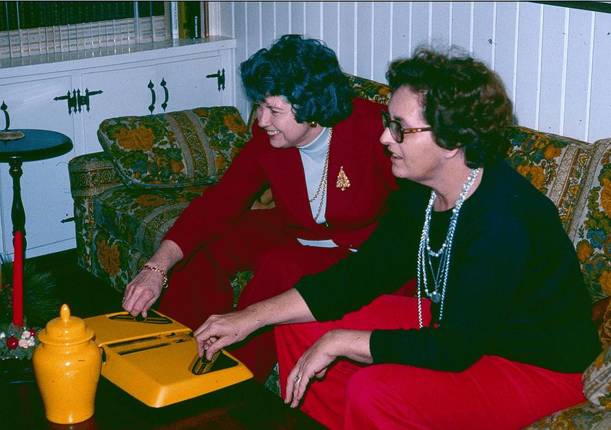 Women play pong, 1970s