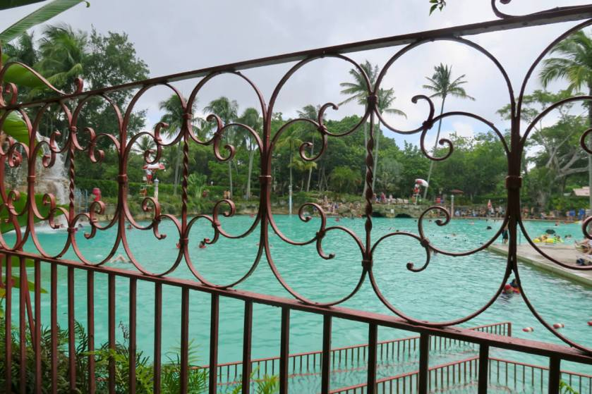 Miami, Coral Gables, Venetian Pool, Coral Gables Venetian Pool, Miami Venetian Pool,Pool, Architecture, Venitian Architecture, Venitian Building, Jérémie André, Jeremie Andre, Jérémie's Travels, Jeremie's Travels, Travel Blog, Carnet de voyages, Voyage, Voyages, Voyager, Découvrir le monde, Visiter le monde, Travel, Traveling, Beautiful Destinations, See the world, Discover the world