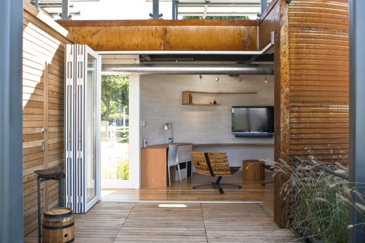SiloHouse Porch & Living Room