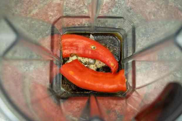 jerky spices and banana pepper in blender