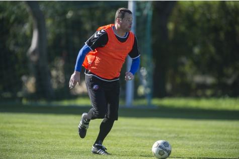 jeroen verhoeven 2013-01-10 Trainingskamp Porutgal Jeroen Speelt de bal in