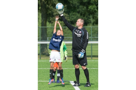 jeroen verhoeven 29-08-2013 Doelmannen FC Utrecht lossen belofte in en geven keepers clinic6