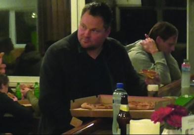 VIDEO: Jeroen Verhoeven (De Dijk) trakteert op pizza