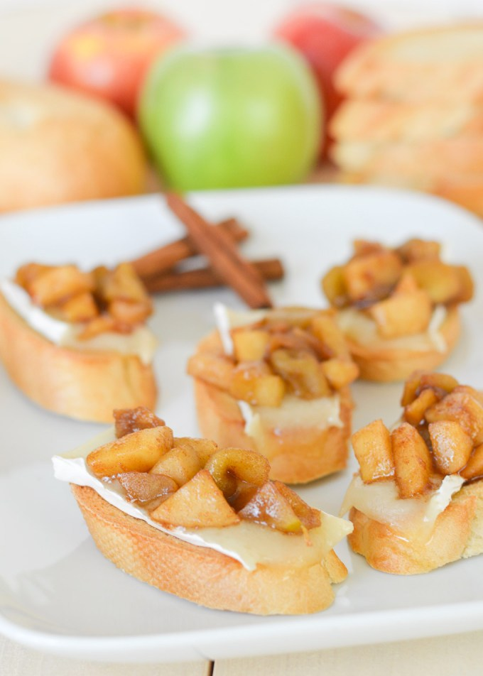 These Cinnamon Apple Brie Crostini are the perfect little fall-inspired appetizer for all your autumn gatherings-- a sweet and salty snack for football Sundays, Halloween parties and Thanksgiving!