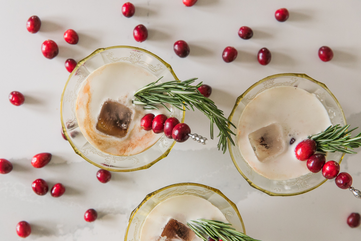 Dirty White Russian | Christmas Cocktail Recipe | Coffee Cocktails | Xmas Party Ideas | Jessica Brigham | jessicabrigham.com
