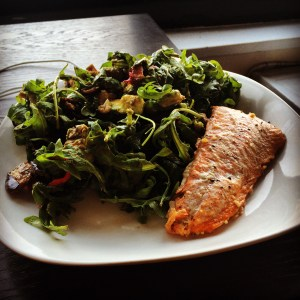 salmon and arugula salad with avocado