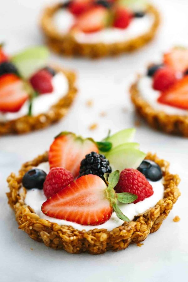 breakfast granola fruit tart with yogurt filling
