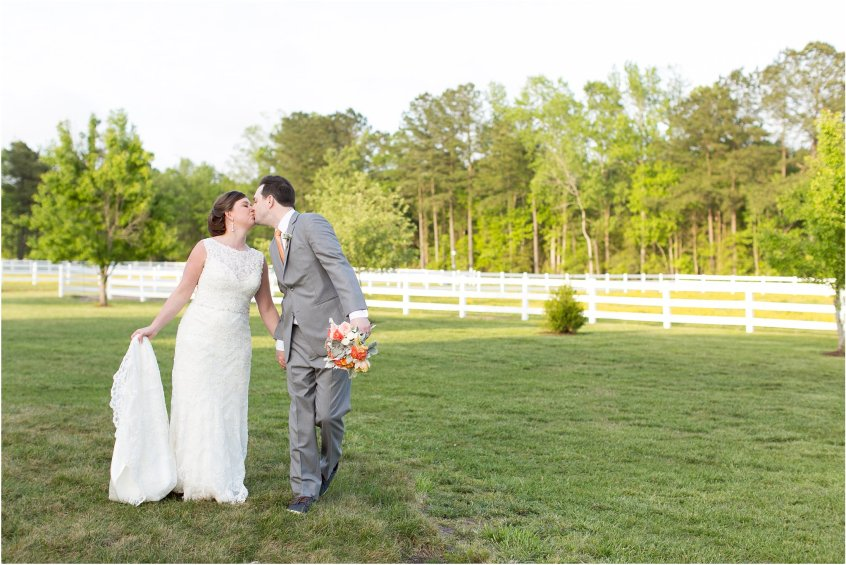 jessica_ryan_photography_holly_ridge_manor_wedding_roost_flowers_jamie_leigh_events_dhalia_edwards_candid_vibrant_wedding_colors_1318