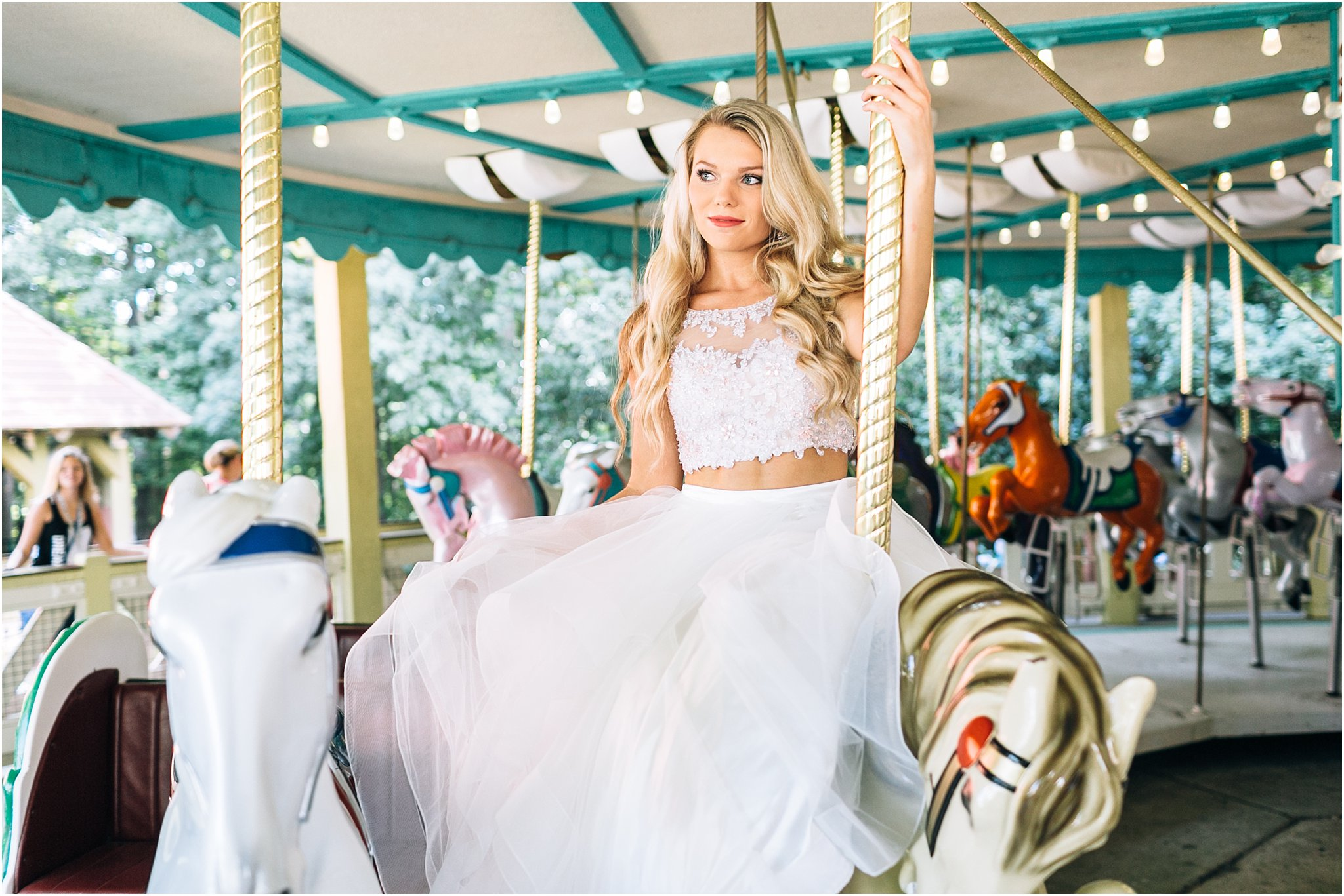 jessica_ryan_photography_busch_gardens_williamsburg_virginia_photographer_formal_dresses_portraits_fun_vibrant_portraits_faviana_designer_sherri_hill_designer_3159