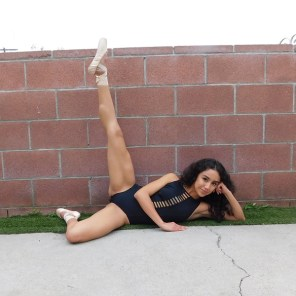 Jessy Ariaz - Dance Pose on Wall