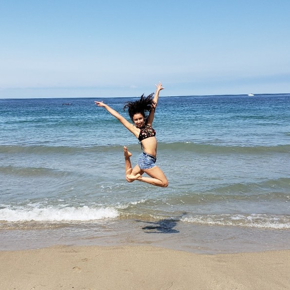 Jessy Ariaz - Passe jump at the beach