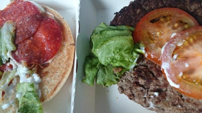 classic beef and pepperoni w środku składniki
