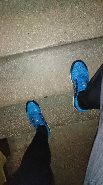 glide boost adidas supernova 6 na schodach