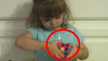 Trzyletnia dziewczynka w 3 minuty rozprawia się z kostką Rubika