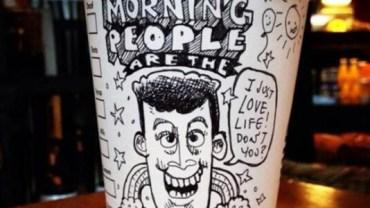 Ten artysta poprawi ci humor... kubkiem kawy! Zobacz jego świetne prace rysowane, na papierowych kubkach.