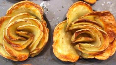 Pokroiła ziemniaki w talarki i włożyła je w formę do muffinek. Gdy zobaczyłam, co z tego powstało, chciałam natychmiast zrobić to samo!