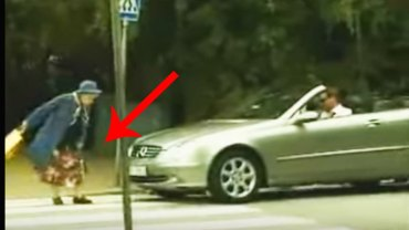 Mężczyzna trąbi na starszą panią przechodzącą przez przejście dla pieszych. Jej reakcja jest przezabawna!