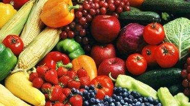 Mycie warzyw i owoców pod bieżącą wodą nie wystarczy! Zobacz w jaki sposób zmyć z nich pestycydy!