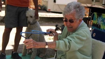 90-letnie kobieta odmówiła leczenia raka. Zamiast tego postanowiła zrobić coś niezwykłego!