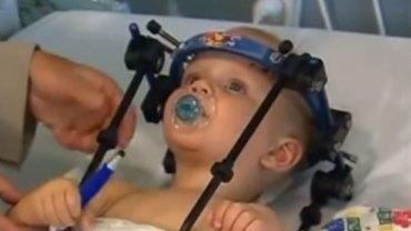 Głowa tego chłopca została oderwana od ciała! To cud, że dziecko przeżyło ten tragiczny wypadek samochodowy